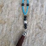 Lange Ethno Boho Retro Halskette Perlenhalskette Lakota mit Quasten Anhänger Velours dunkelbraun, türkis Jadeglasperlen facettiert, Katzenaugen Glasperlen anthrazit und taubengrau, Sternenstaub Metallperle
