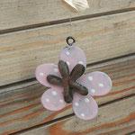 Schwemmholz Treibholz Girlande Windspiel Mobile Fensterhänger Pinke Belle mit Blumenanhänger rosa aus Metall, Muscheln, rosa und durchsichtigen facettierten Acrylperlen, weissen Lampworkperlen