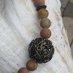 Kurze Edelstein Perlen Halskette Mina mit 8mm Wüstenjaspis Perlen, Bronze Metallrondellen, 2cm filigraner Bronze Drahtperle