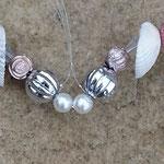 Drahtherz Türdeko Fensterhänger Windspiel Stregulina mit rosa Sternenstaub Metallperlen, Muscheln, weissen Glanzperlen, silbernen & durchsichtigen Acrylperlen