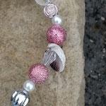 Drahtherz Türdeko Mobile Windspiel Muttertag Stregulina mit rosa Sternenstaub Metallperlen, Muscheln, weissen Glanzperlen, silbernen & durchsichtigen Acrylperlen, rosa Metallperlen