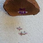 Windspiel Klangspiel Mobile Luana mit pinken Glas- und Acrylperlen, Acrylperlen im Silberlook, violetten Glasperlen & Kokosnuss