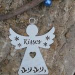 Weihnachts Engel Girlande Mobile Windspiel Angel of Kisses mit grossen glitzernden Silberperlen, lila Glaskrepp Perlen, weisser Engelsanhänger Kisses aus Blech