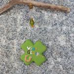 Schwemmholz Girlande Schwemmholz Treibholz Girlande Mobile Fensterhänger Buena Suerte mit Kleeblattanhänger grün aus Ton mit Hufeisen, orangen Glasperlen, weissen facettierten Acrylperlen