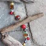 Türdekoration Weihnachten mit roten Glöckchen, roten, braunen und grünen Glas- und Acrylperlen