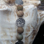 Perlen Halskette Perlenhalskette Samia mit 8mm Wüsten Jaspis Edelsteinperlen, tropfenförmige Anhänger Zuchtperle 1.5 x1.8cm, 12mm Metallperlen & Magnetverschluss, Länge 46cm
