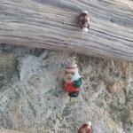 Weihnachts Schwemmholz Girlande Winter Star mit Sternanhänger aus Holz mit feinen Goldnuancen, goldenen Drahtperlen, roten Acrylperlen und Nikolaus Glasperle