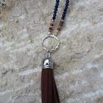 Lange Perlenhalskette lange Perlen Halskette Quaste Retro Ethno Boho Hemera mit dunkelbraunem Quastenanhänger Velour, nachtblauen Jade Glasperlen verziert, Kokosrondellen, Zuchtperlen dunkelblau & hellblau