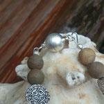 Perlen Halskette Perlenhalskette Samia mit 8mm Wüsten Jaspis Edelsteinperlen, tropfenförmige Anhänger weisse Zuchtperle 1.5 x1.8cm, 12mm Metallperlen & Magnetverschluss, Länge 46cm