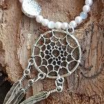 Ethno Boho Hippie Perlen Halskette Little Dreamcatcher mit 4mm rosa Glanzperlen & 4mm weissen Katzenauge Glasperlen, flachen Metallperlen & Traumfänger Schmuckanhänger