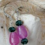Perlen Ohrringe Ohrhänger Elaia mit tropfenförmigen rosa Glasperlen, dunkelgrünen facettierten Glasperlen und Briseverschluss