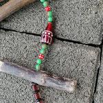 Weihnachts Adventsgirlande Weihnachtsdekoration Schwemmholz Treibholz Girlande Mobile Windspiel Tür-, Fensterdeko mit Skianhänger, grünen Glasperlen, braunen Glasperlen