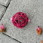 Weihnachtsdeko Weihnachts Advents Girlande Pink Christmas mit pinken Rattankugeln, silbernen Sternanhänger aus Draht, Eichelhütchen, Bucheneckern & rosa Acrylperlen, Metallperlen