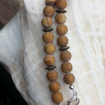Edelstein Perlenhalskette Mina mit 8mm Wüstenjaspis Perlen, Bronze Metallrondellen, 2cm filigraner Bronze Drahtperle