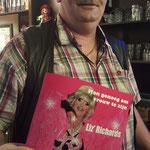 En natuurlijk heeft Michel van ons geliefd cafe Marktzicht in Blankenberge het boek ook :-)