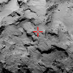 Philae's erste Aufschlagstelle, aufgenommen durch Rosetta's OSIRIS, herangezoomt aus ca. 30 Kilometern Höhe. (Credit: ESA/Rosetta/MPS for OSIRIS Team MPS/UPD/LAM/IAA/SSO/INTA/UPM/DASP/IDA)