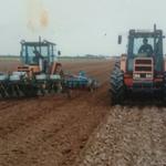 Reanult Traktoren bei der Feldarbeit