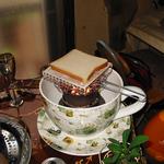 ビッグ珈琲カップでSOS、食パン焼いています。