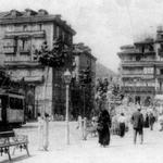 1900 La Ribera desde su mitad mirando hacia el suroeste. A la derecha puede verse un pequeño quiebro que formaban las fachadas de la acera norte (apreciable en los planos)