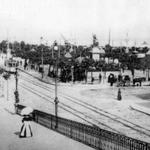 1915 Plaza Velarde desde el puente. A la derecha, Mercado de La Ribera