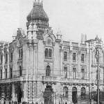 1910-1917 Ayuntamiento. A su derecha, iglesia de San Francisco