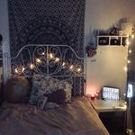 Behütete Schlafzimmer Inspiration mit zentralem Mandala Wandtuch