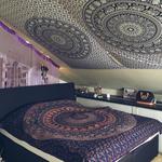 Mandala Wandtücher als Himmelbett an Dachschräge
