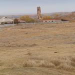 Вид из центра крепости на колокольню Троицкой церкви.