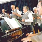 Roland Gärtner gibt am Piano den Takt vor. Für den Schulleiter ist Musik das ideale Mittel, um dem Alltagsstress zu entfliehen.