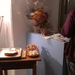 こちらはPONIPANさん。アレルギーを持つお子さんでもおいしく安全なお菓子を食べられる、スタジオ内のカフェスペースです。