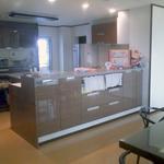 対面型キッチン+アイランドカウンターのキッチン。
