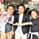 H30/9/22マグロ解体ショーでマグロカマゲット!濱野さん、紀藤さん、瀧見さん。