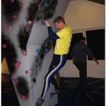 auch Manfred bouldert zum ersten Mal und steht doch toll an der Wand