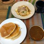 5月8日水曜日、Ohana朝食「ビーフシチュー、肉野菜炒め、ホットケーキ、いちご」