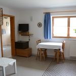 Wohnküche - Sicht auf Eingang zum Bad