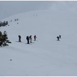 ③北八甲田赤倉岳直下の大斜面。ブナだけでなくオオシラビソも雪の下に隠れ、この時期にだけ現れる雪面を自由に、好きなシュプールを描いて滑ることができるのが魅力である。