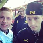Jürgen Klopp oportuno para una gran selfie para este hincha del Borussia.