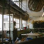 Die Malerwerkstatt mit Dekorations- und Versatzstücken