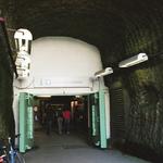 Einer der Tunneleingänge zu den Garagen