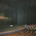 Der Zuschauerraum des großen Festspielhauses, links der Eiserne Vorhang