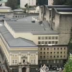 Das Festspielhaus mit Fischer v. Erlachs Portal