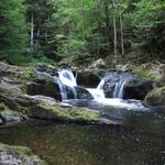 Wasserfall an einem Kristallgranitzug