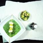 Jakobsmuscheln auf Spinat mit lauwarmen Mandel-Zucchini-Salat