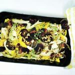 Bio-Gemüse mit Rote Beete Chips & Pinienkernen