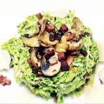 Grünes Paleo Risotto mit Speck und Pilzen