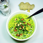 Spinat Curry mit Hühnchen & Mandeln