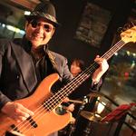 Bassの裕二郎さんと、女性ドラマーのメグさん。