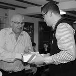 Ehrenpräsident Werner Vetterli nimmt seinen Preis entgegen