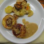 Schweinemedallions überbacken mit Äpfeln und Käse