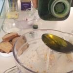 Olivenöl dazugiessen